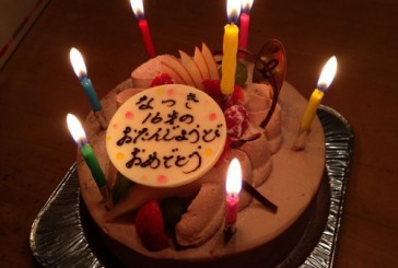 長女の誕生日に、エミューのケーキ!! 我が家のお気に入りのスィーツ屋さんです。