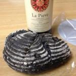 天使のえくぼさんの竹炭パン、ワインに合います。